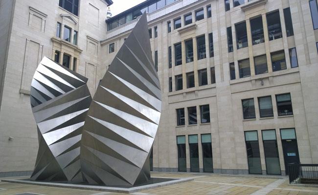 Lima Patung Abstrak Teratas di Kota London